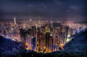 Đỉnh Victoria nằm ở phía tây của Hồng Kông
