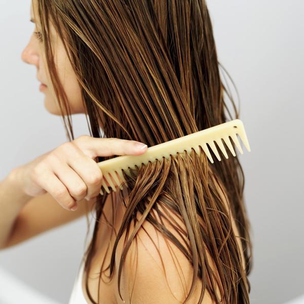 Không nên sấy tóc ngay sau khi vừa gội đầu xong