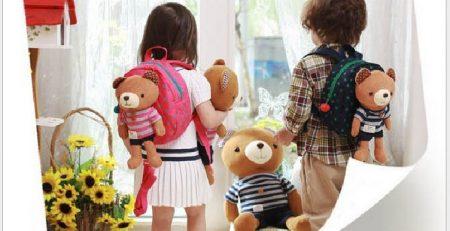 Chiếc balo là người bạn đồng hành, gắn bó thân thiết với trẻ khi trẻ đi học hay đi chơi.