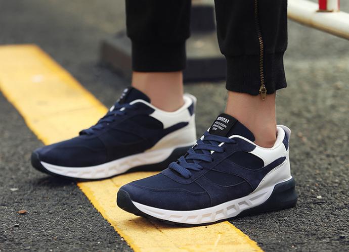 Một đôi giày có bộ đệm hấp thụ shock giúp bạn giảm thiểu sự đau nhức khi chạy bộ