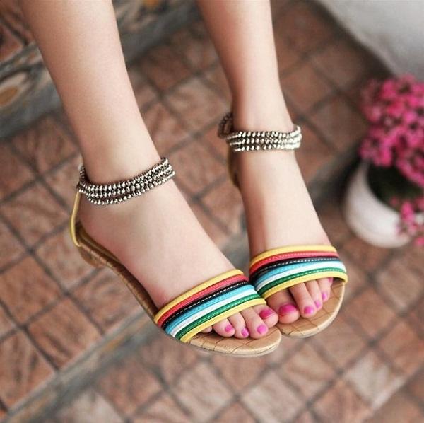 Sandal - lựa chọn của nhiều chị em khi vào hè