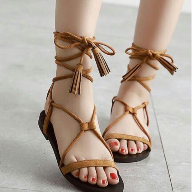 Sandal đế bệt buộc dây cho nàng thêm nét duyên dáng và cá tính