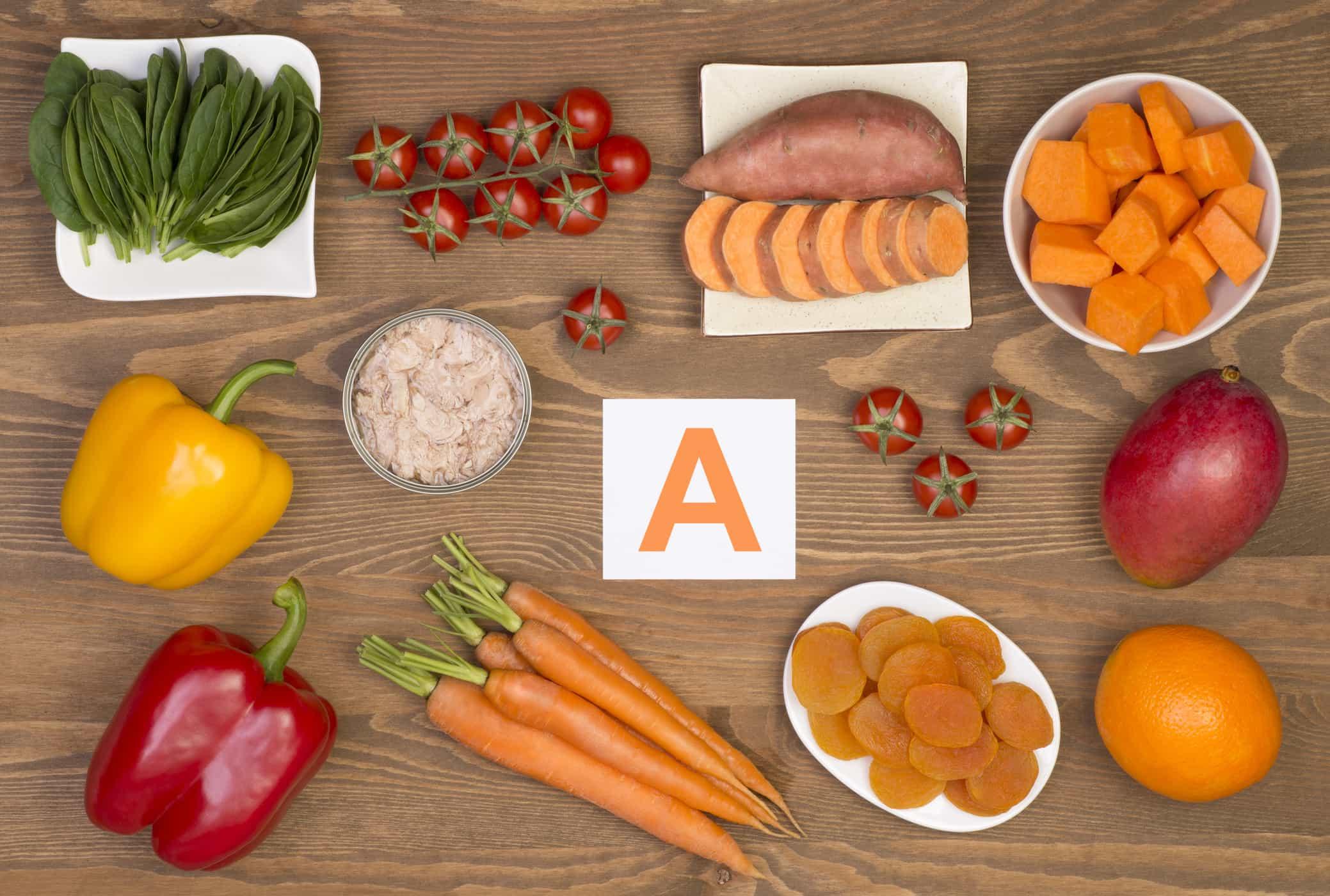 Ba mẹ nên bổ sung thêm vitamin A từ nguồn thực phẩm khác nhau để giúp tăng chiều cao cho bé. Gợi ý: Bơ, phô mai, trứng, sữa, gan, rau xanh đậm, cà rốt, bí đỏ,… Vitamin D