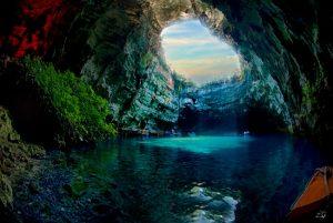 Hang động Melissani ở Hy Lạp