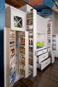 Những chiếc tủ bếp tiện ích là công cụ hỗ trợ đặc lực cho việc tiết kiệm không gian căn bếp nhỏ