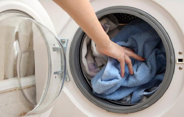 Sử dụng máy giặt cửa ngang để tránh làm nhăn vải