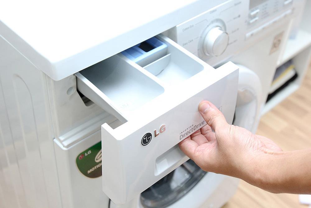 Vệ sinh hộp đựng bột giặt của máy LG