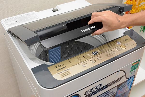 Nguyên nhân và cách xử lý máy giặt giặt xong vẫn còn nước