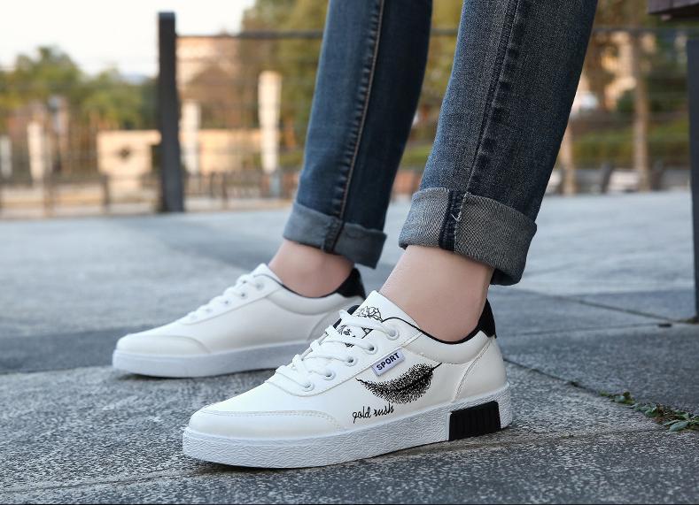 Bạn nên chọn giày thể thao vừa chân, có độ co giãn tốt