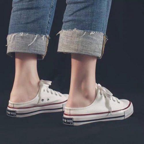 Giày sục converse kết hợp với quần jeans